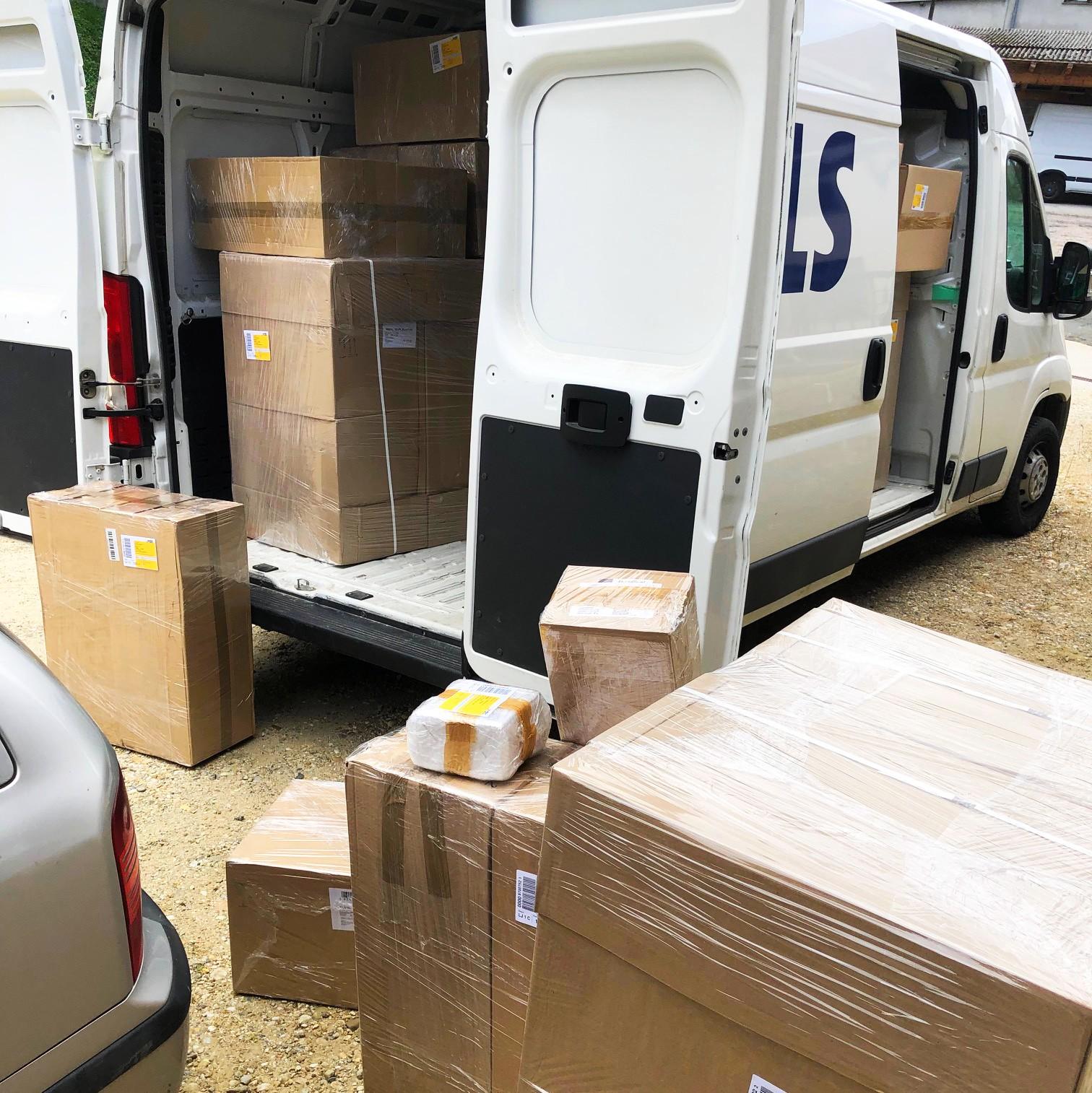 Die Pakete werden zur Auslieferung gebracht
